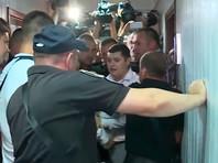В Киеве в суде подрались полицейские и адвокаты Януковича. Обвинение попросило для экс-президента 15 лет