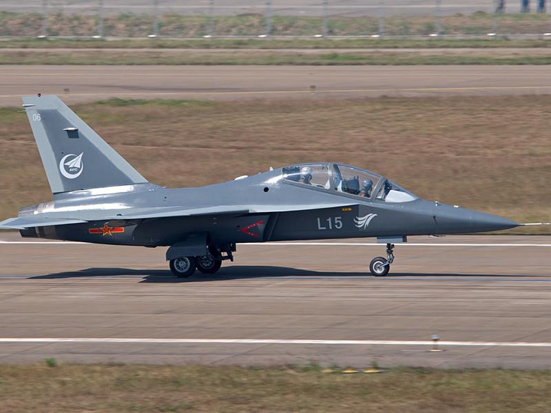 """Украинская компания """"Мотор Сич"""" поставила 20 двигателей для 12 учебно-боевых самолетов JL-10. В целом контракт на 380 миллионов долларов предполагает поставку 250 авиационных двигателей"""
