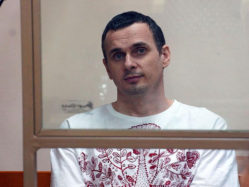 Эксперты ООН призвали Россию немедленно освободить осужденного за терроризм украинского режиссера Олега Сенцова, который 14 мая начал голодовку в колонии. Об этом сообщается на сайте Управления Верховного комиссара ООН по правам человека