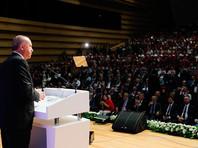 Комментируя падение курса национальной валюты, Эрдоган заявил, что Турция обладает одной из самых здоровых банковских систем в мире и является 17-й в мире по объему ВВП и 13-й - по паритету покупательной способности