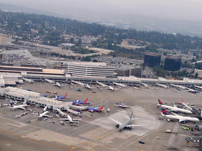 """Сотрудник авиакомпании угнал и разбил пассажирский самолет в США, чтобы совершить самоубийство"""" />"""