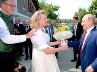 Президент РФ Владимир Путин посетил свадьбу министра внутренних дел Австрии Карин Кнайсль и финансиста Вольфганга Майлингера