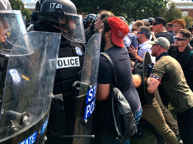 """Американский конгрессмен сообщил, что ФБР видит в протестах в Шарлотсвилле российский след"""" />"""
