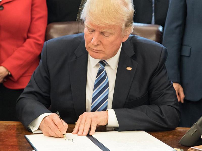 "WSJ: Трамп подписал приказ, упрощающий процедуру применения кибероружия"" />"