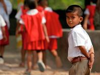 """Школьникам и студентам в Таиланде запретили обниматься и целоваться"""" />"""