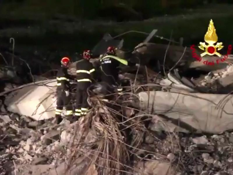 """До 20 человек числятся пропавшими без вести после обрушения моста в Генуе"""" />"""