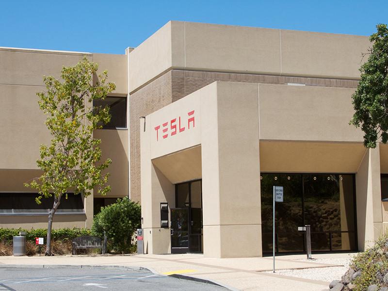 Бывший сотрудник Tesla обвинил компанию в слежке за персоналом
