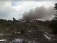 В Мексике самолет с сотней людей упал при взлете: никто не погиб, пассажиры благодарят бога