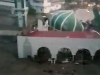 Цунами обрушилось на Индонезию (ВИДЕО)