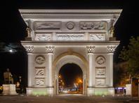 Триумфальная арка «Македония» на площади Пелла в Скопье