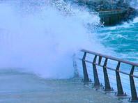 В Японии мощнейший за 25 лет тайфун унес жизни троих, в затопленном аэропорту заблокированы 3 тысячи человек (ФОТО, ВИДЕО)
