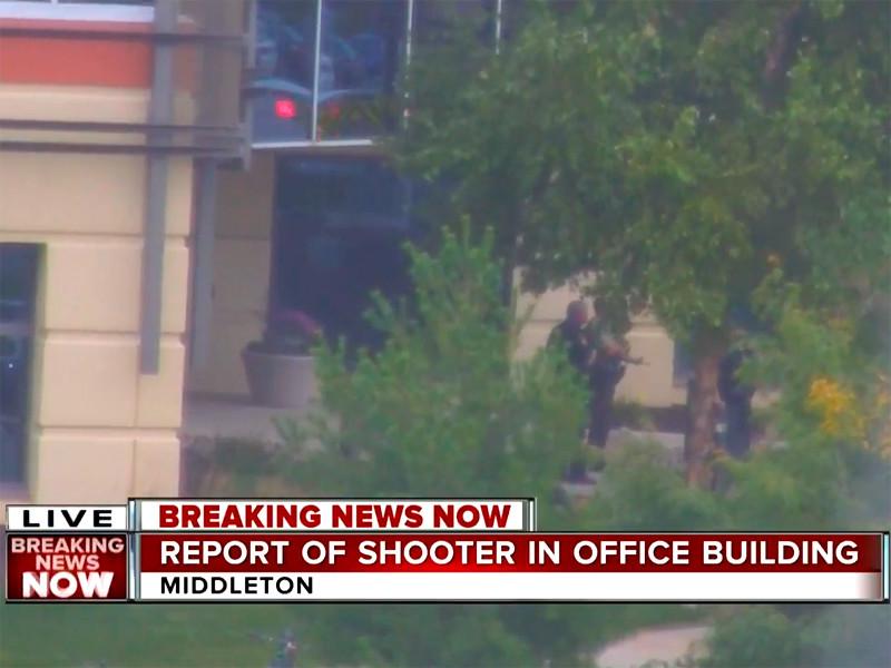 """В Висконсине мужчина открыл стрельбу в офисном здании, ранил четверых и был застрелен"""" />"""