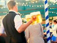 """Специально для """"Октоберфеста"""" в Мюнхене варят около 7 миллионов литров пива. В 2017 году гости праздника за две недели выпили 7,5 миллиона литровых кружек. А съели 127 быков и 59 телят, приготовленных на вертеле"""