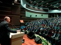 """Эрдоган заявил, что турецкая лира обвалилась по политическим, а не экономическим причинам"""" />"""