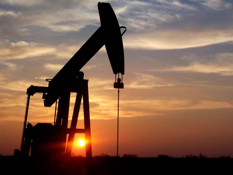"""Экспортеры нефти решают, как реагировать на сокращение добычи"""" />"""