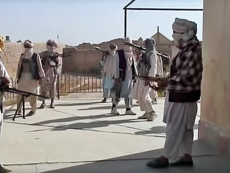 """За последние 16 лет в Афганистане произошло около 1200 террористических атак смертников. Эти атаки совершаются в основном мужчинами или подростками, но в некоторых случаях и женщинами. Возраст этих """"живых бомб"""" - от 14 до 55 лет."""