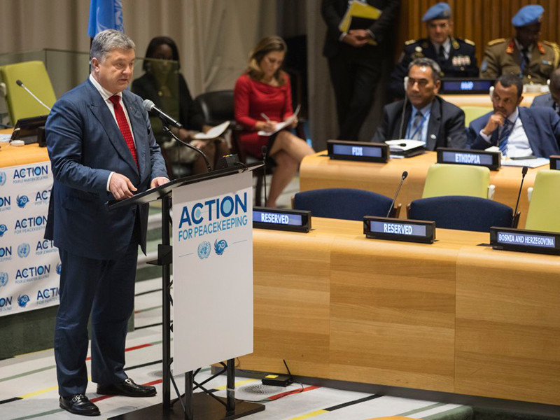 """Порошенко ошибся дверью и заглянул в переговорную Лаврова в ООН"""" />"""