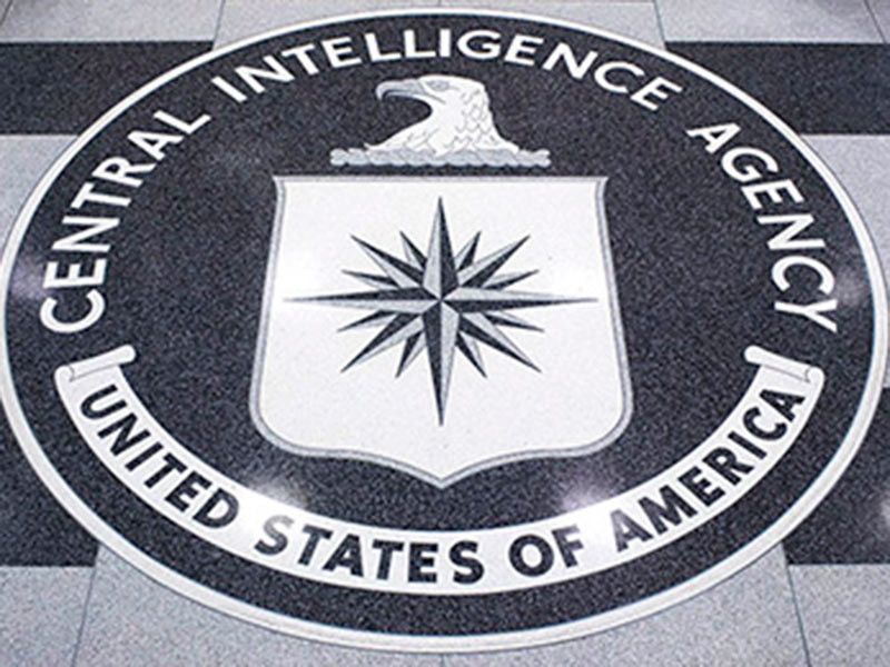 По данным издания, американская сторона считает, что в последние годы спецслужбы РФ смогли выследить нескольких россиян, которые работали на ЦРУ и были помещены в США под действие программы защиты бывших шпионов