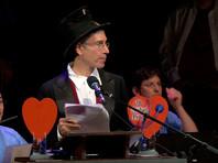 """В гарвардском университетском Театре Сандерса состоялась 28-я ежегодная церемония вручения Шнобелевских премий. Как отмечается на сайте мероприятия, награды получили десять новых лауреатов, каждый из которых """"заставил людей сначала смеяться, а затем задуматься"""""""