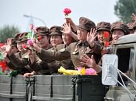 """В целом, по данным южнокорейского агентства """"Ренхап"""", в Северной Корее на этот раз, судя по всему, постарались, чтобы на параде было больше представителей """"мирных"""" профессий, чем обычно. Так, перед собравшимися продефилировали не только военные, но и строители, а также - медработники"""