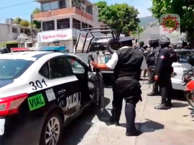 """В Мексике военные разоружили полицию Акапулько из-за ее связей с преступностью"""" />"""
