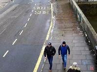 Полиция собрала записи с камер наблюдения в Солсбери, на которых были запечатлены мужчины. Так, на одном изображении в 11:58 они движутся по дороге к дому Скрипаля