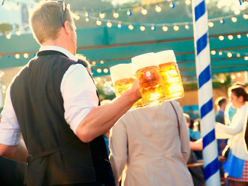 """Что нужно знать об """"Октоберфесте"""", чтобы блеснуть перед друзьями: 60 интересных фактов из истории баварского праздника пива"""" />"""