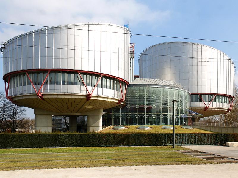 Европейский суд по правам человека (ЕСПЧ) принял к рассмотрению жалобу осужденного в России украинского режиссера Олега Сенцова, который уже 144-й день держит голодовку в колонии на Ямале с политическими требованиями