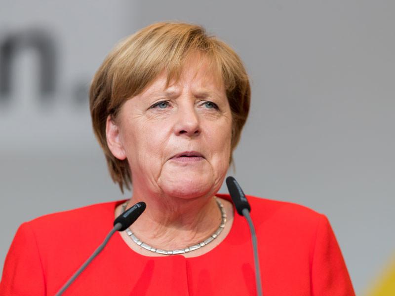 """Меркель после провальных выборов покинет пост председателя ХДС и больше не будет претендовать на пост канцлера"""" />"""