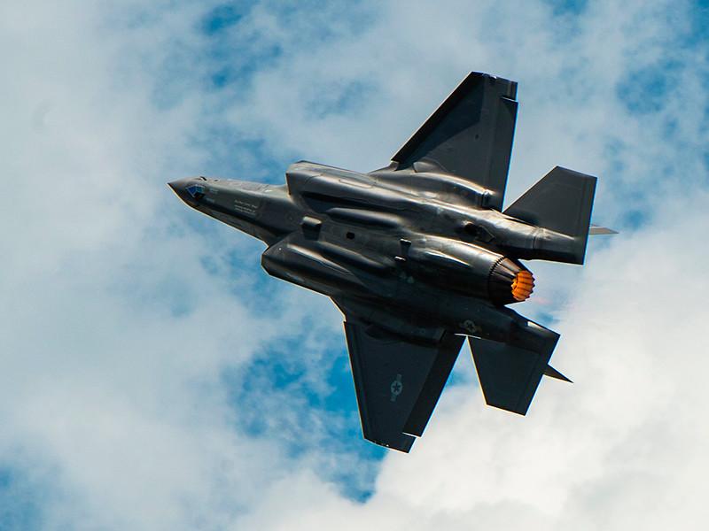 """Пентагон приостанавливает полеты 24 самолетов F-35 из-за проблем с подачей топлива"""" />"""