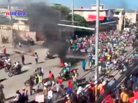 Президента Гаити обстреляли и забросали камнями во время памятной церемонии