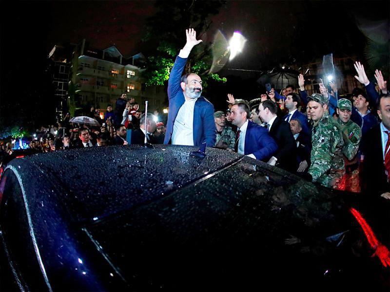 """Премьер Армении Пашинян ушел в отставку, чтобы добиться роспуска парламента и проведения внеочередных выборов"""" />"""