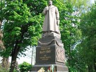 Полиция в Киеве сорвала попытку радикалов разрушить памятник Ватутину
