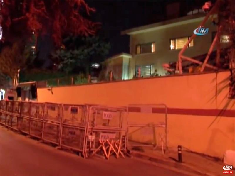 Турецкая полиция обнаружила в генеральном консульстве Саудовской Аравии в Стамбуле некие доказательства того, что саудовский журналист Джамаль Хашогги был убит именно там, передает АР со ссылкой на неназванный источник и не уточняя, что это за улики