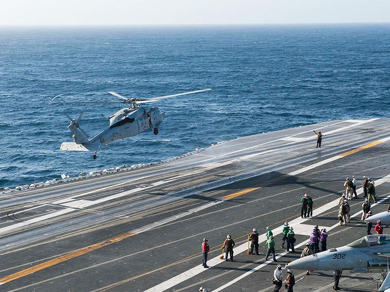 """Вертолет США упал на палубу авианосца Ronald Reagan, есть пострадавшие"""" />"""