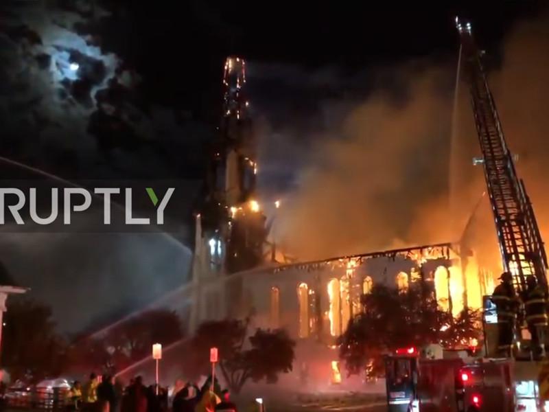 """Пожар уничтожил одну из самых старых церквей в США (ФОТО, ВИДЕО)"""" />"""