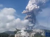 На индонезийском острове Сулавеси, который на прошлой неделе пострадал от мощного землетрясения и цунами, произошло извержение вулкана Сопутан