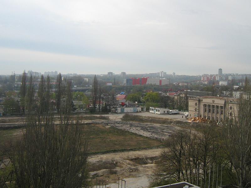 Парламент Молдавии повторно одобрил продажу территории бывшего стадиона в Кишиневе американцам
