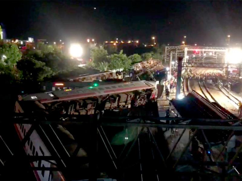 """Поезд сошел с рельсов на Тайване, число раненых  превысило 150 человек"""" />"""