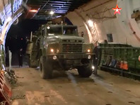"""На записи, обнародованной российским телеканалам """"Звезда"""", показано, как из военно-транспортного самолета выгружают комплексы ПВО"""