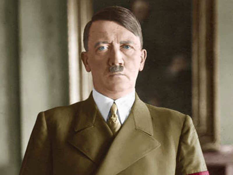 """Гитлер был бисексуалом, садомазохистом и импотентом одновременно: ЦРУ рассекретило доклад об увлечениях фюрера, в том числе Гессом"""" />"""