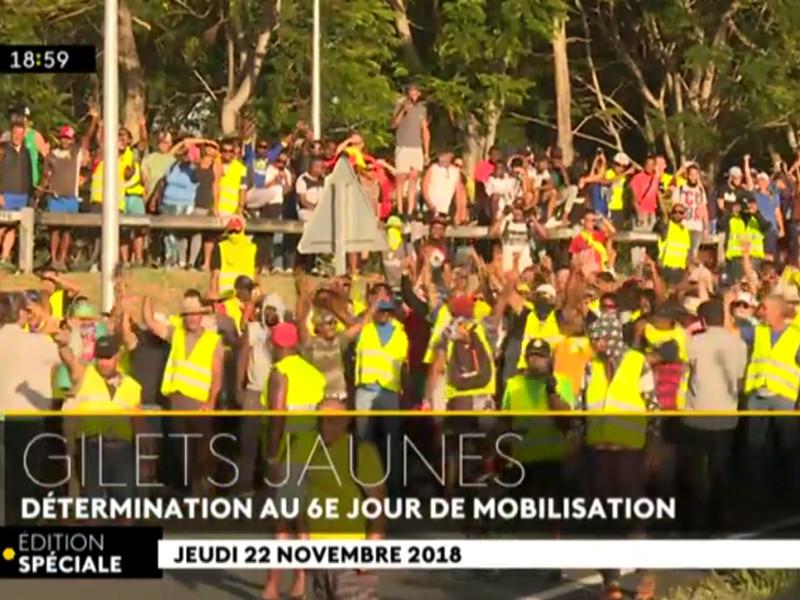 """Французские власти отправляют военных на остров Реюньон в Индийском океане из-за протестов против повышения цен на топливо"""" />"""
