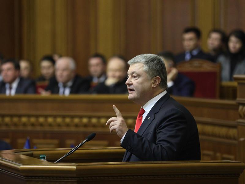 На фоне конфликта с участием украинских и российских кораблей в Азовском море Верховная рада ввела военное положение в еще двух регионах Украины
