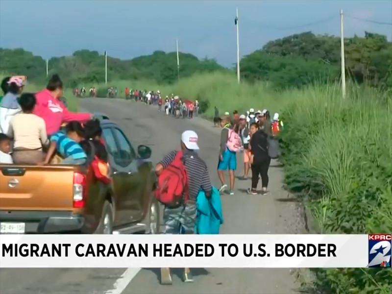 Караван мигрантов движется к границе с США