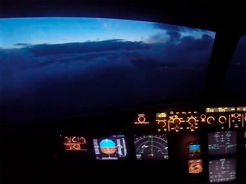 """Пилоты увидели НЛО и яркий свет в небе над юго-западным побережьем Ирландии"""" />"""