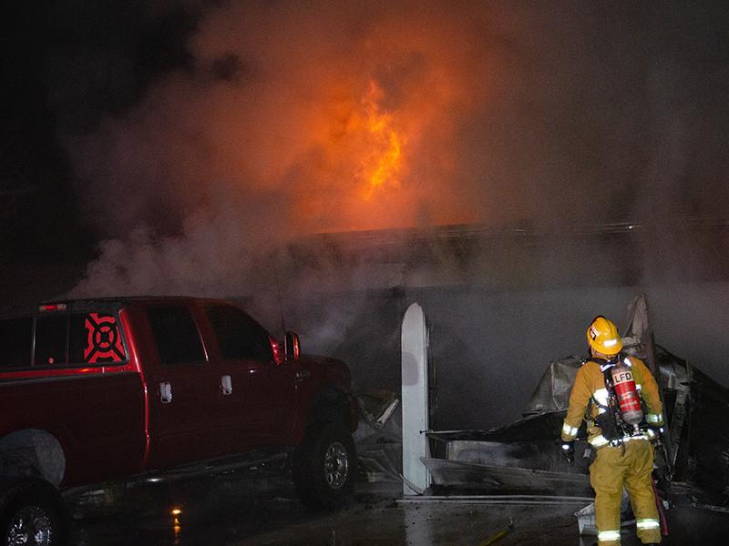 """В калифорнийских пожарах погибли более 30 человек, уничтожены свыше шести тысяч зданий, включая дома знаменитостей (ФОТО)"""" />"""