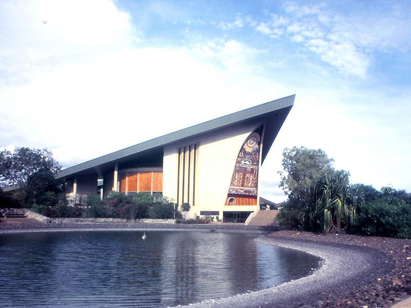 """Полицейские и сотрудники охраны захватили здание парламента в столице Папуа - Новой Гвинеи, требуя заплатить им за работу на саммите АТЭС"""" />"""