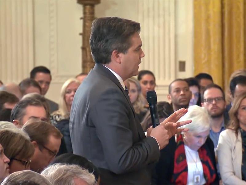 7 ноября на пресс-конференции после промежуточных выборов в США, журналист Джим Акоста задал президенту США несколько вопросов подряд. В одном из своих вопросов журналист раскритиковал позицию президента о продвигающемся к США караване мигрантов