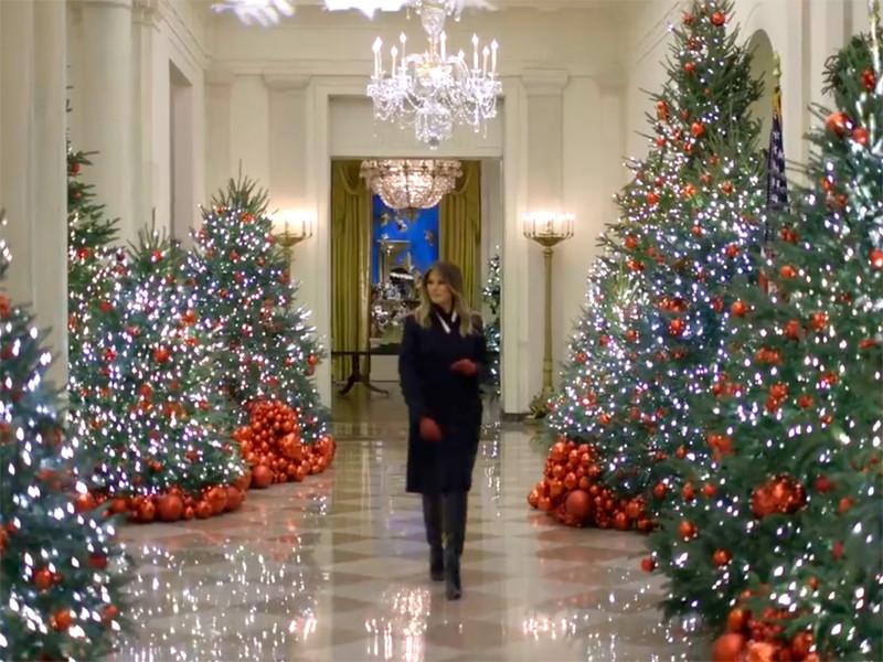 """Белый дом в Вашингтоне к Рождеству украсили по дизайну Мелании Трамп. Теперь он """"сияет в духе патриотизма"""""""