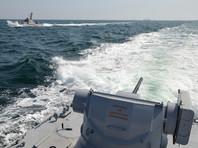 25 ноября, по версии РФ, три корабля Военно-морских сил Украины нарушили порядок прохождения военных кораблей через территориальное море РФ при следовании из Черного в Азовское море. Для их принудительной остановки в Керченском проливе было применено оружие